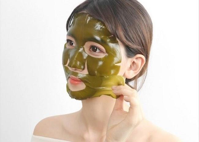 Chăm sóc da mặt bằng mặt nạ tảo biển