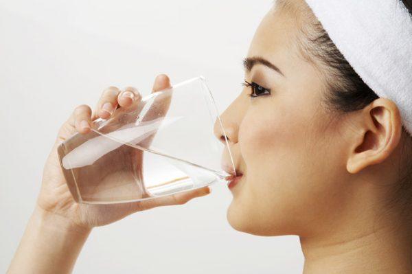 Uống nhiều nước sẽ béo mặt mà cơ thể không tăng cân