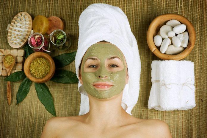 6 Cách dưỡng ẩm da mặt tại nhà với nguyên liệu tự nhiên sẵn có