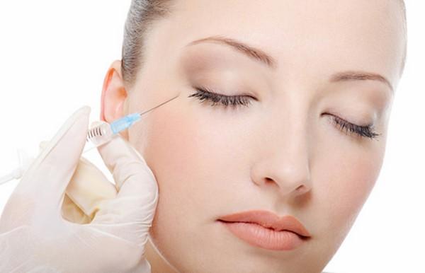 Điều trị y khoa giúp xóa nếp nhăn bọng mắt nhanh chóng nhưng tốn kém