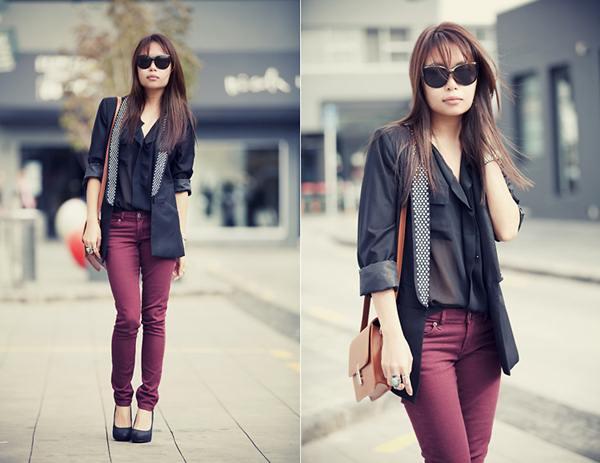 Quần đỏ đô và áo đen