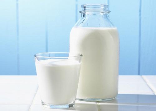 Làm tóc thẳng từ sữa rất đơn giản