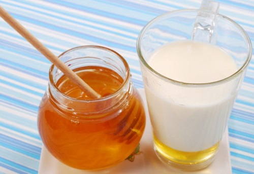 Sữa và mật ong kết hợp trị tóc xoăn hiệu quả