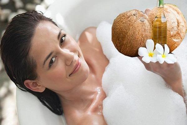 Tắm trắng bằng sữa tươi không đường và dầu dừa