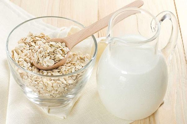 Tắm trắng bằng sữa tươi và bột yến mạch