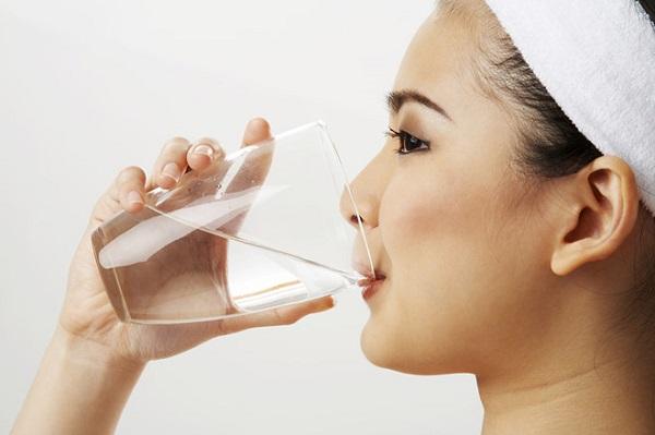 Nên uống nhiều nước