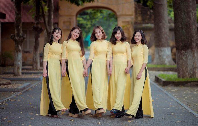 Áo dài màu vàng nên mặc với quần màu gì đẹp?