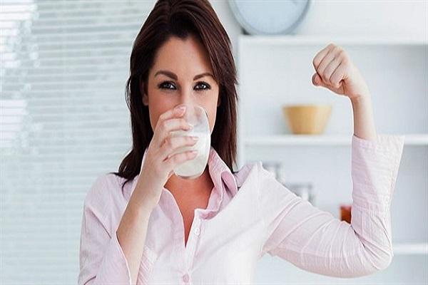 Sữa tươi không đường giúp xây dựng cơ bắp, cung cấp năng lượng