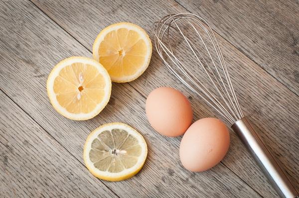 Mặt nạ chanh tươi với lòng trắng trứng gà