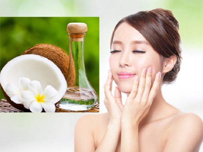 Massage da mặt với dầu dừa để dưỡng ẩm cho da mùa hanh khô
