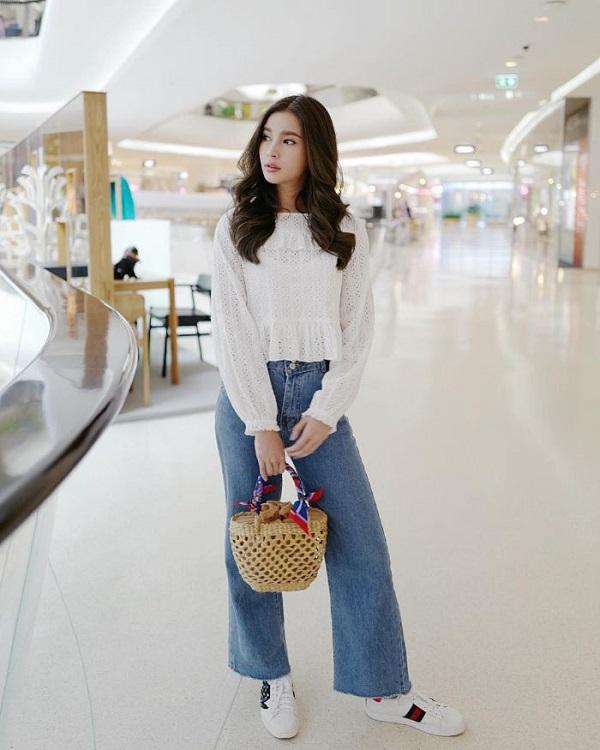Quần Jeans ống rộng kết hợp giày