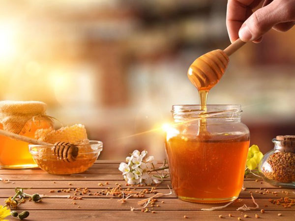 Cách làm môi mỏng bằng mật ong