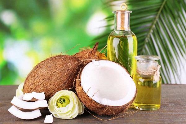 Cách làm môi mỏng lại tự nhiên tại nhà với dầu dừa