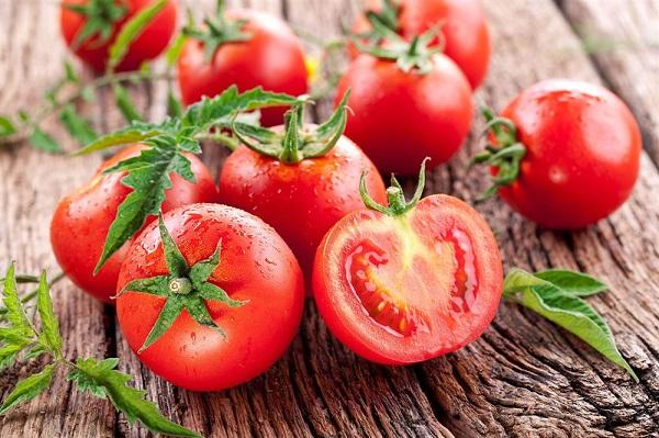 Tắm trắng toàn thân cà chua