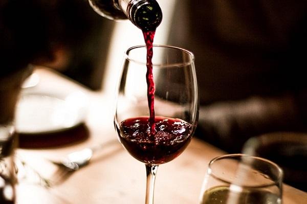 Tắm trắng toàn thân bằng rượu vang