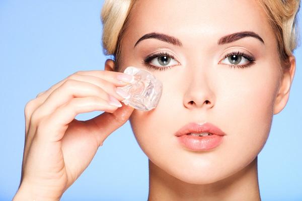 Vì sao đá lạnh giúp trị thâm quầng mắt hiệu quả?