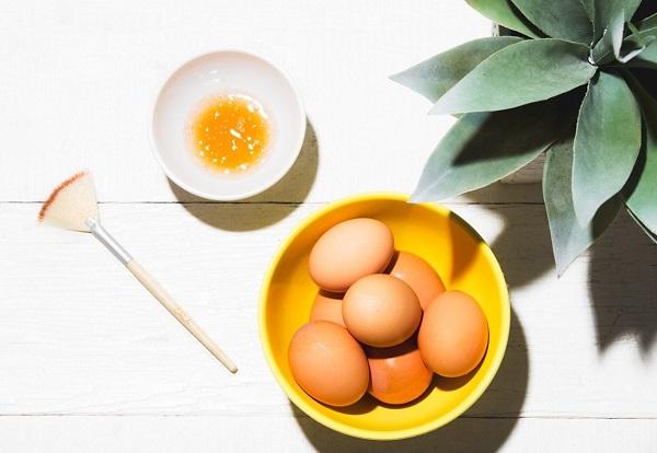 Mặt nạ dưỡng trắng da từ trứng gà