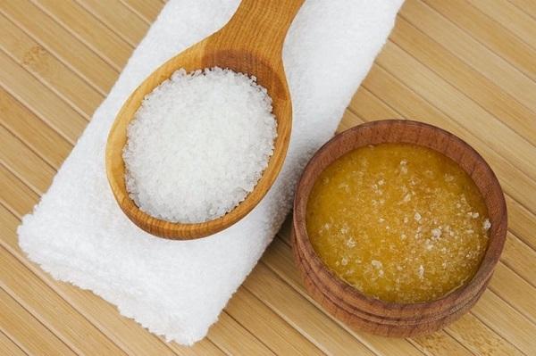 Mặt nạ se khít lỗ chân lông cho da nhờn bằng mật ong, muối