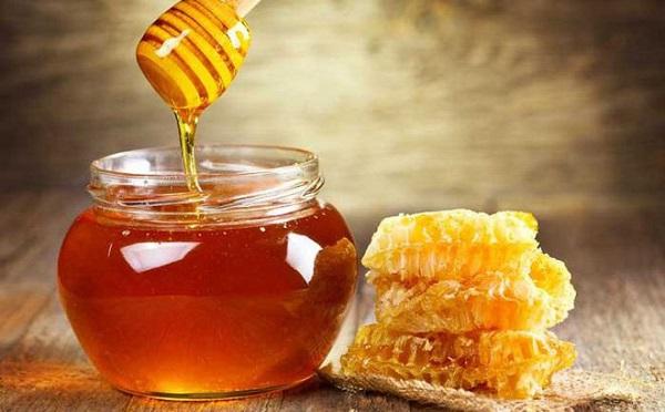 Nặn mụn xong có nên bôi mật ong không?
