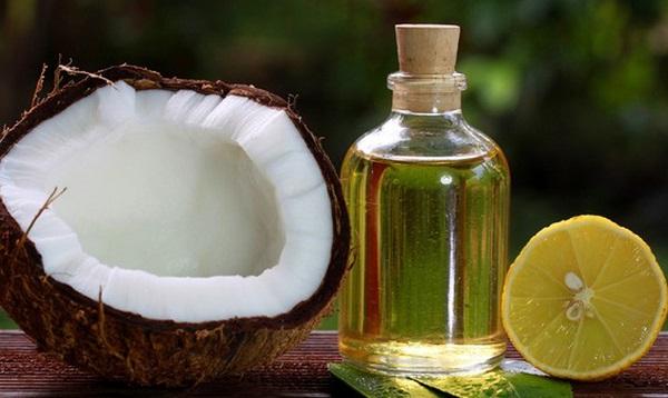 Dầu dừa, chanh tươi giúp môi căng bóng