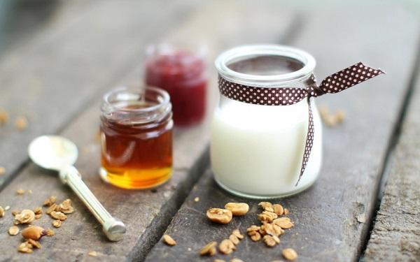 Mặt nạ sữa chua và mật ong ngừa mụn