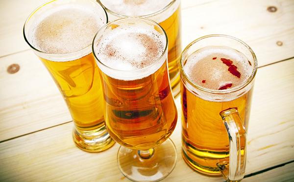 Tắm trắng bằng bia có hiệu quả và an toàn không?