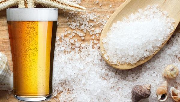 Tắm trắng bằng bia và muối biển