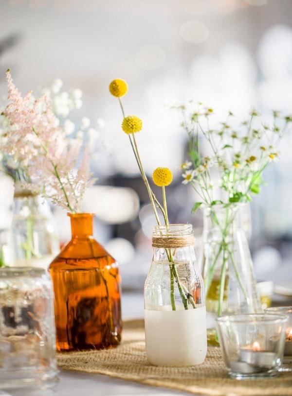 Cắm hoa với chai thủy tinh