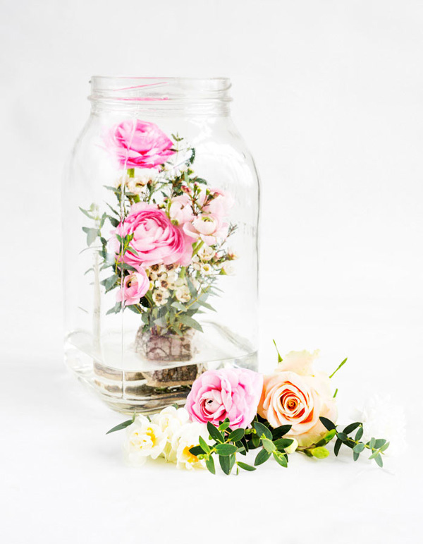 Đặt hoa trong bình thủy tinh