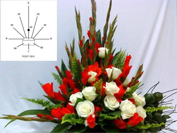 Kiểu cắm hoa hình tam giác