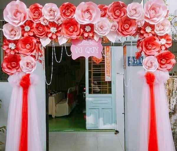 Cổng rạp đám cưới đẹp bằng hoa giấy