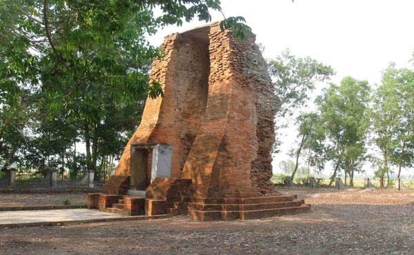 Tháp cổ Vĩnh Hưng