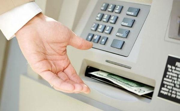 Sử dụng thẻ tín dụng để rút tiền mặt