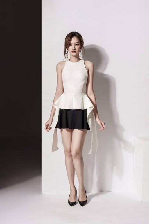 Chân váy đen xòe, áo peplum