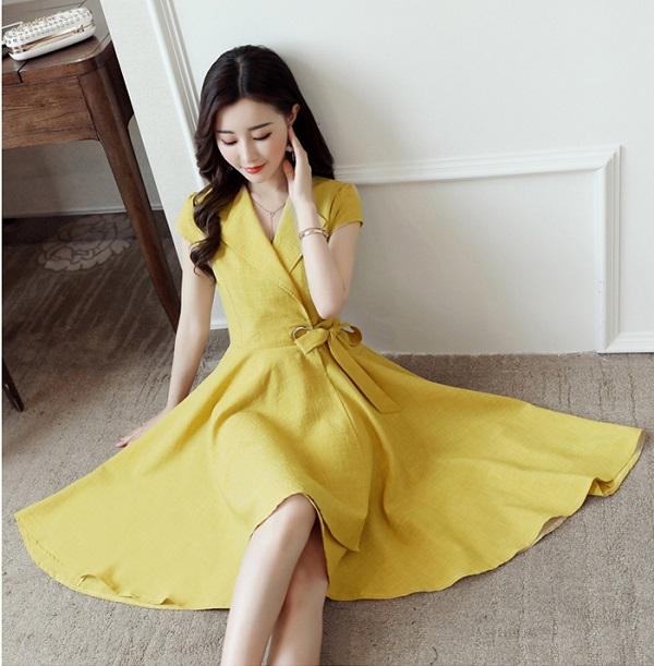 Đi đám cưới nên mặc váy màu vàng nhạt