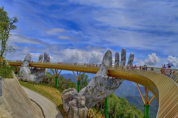 Top điểm du lịch Đà Nẵng-Cầu Vàng