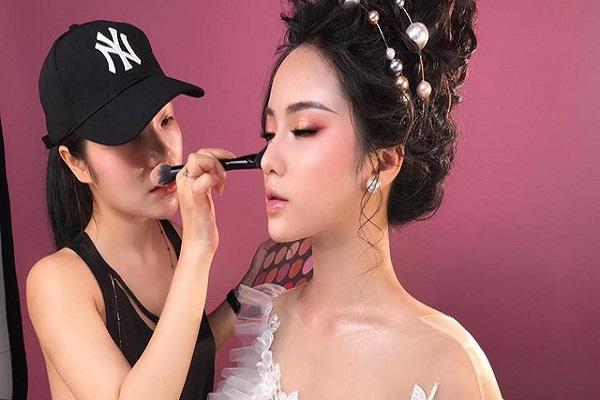 Phương Ly Make Up Academy